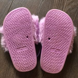 Shoes - 👟2 for $20👟 First Steps Fuzzy Slides, size 4